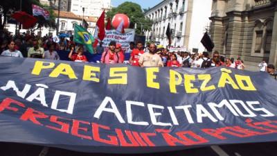 """""""Paes e Pezão, Não aceitamos perseguição politica!"""""""